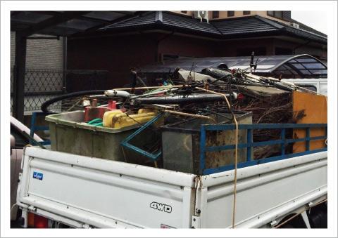 ゴミ屋敷の片付けの作業写真